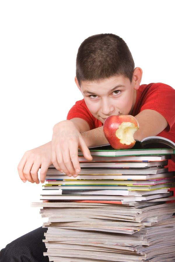 Jongen met tijdschriften stock fotografie