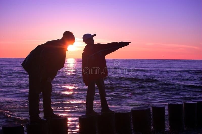 Jongen met vader royalty-vrije stock afbeeldingen