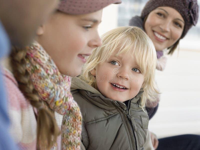 Jongen met Zijn Familie in openlucht royalty-vrije stock afbeelding