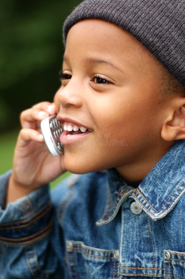 Jongen op Telefoon stock foto's