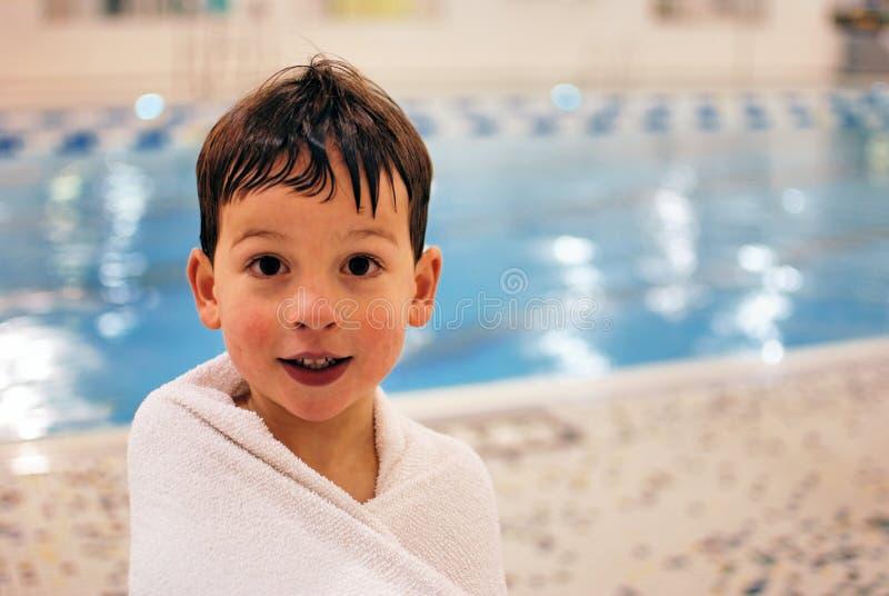 Jongen in pool 5 royalty-vrije stock fotografie