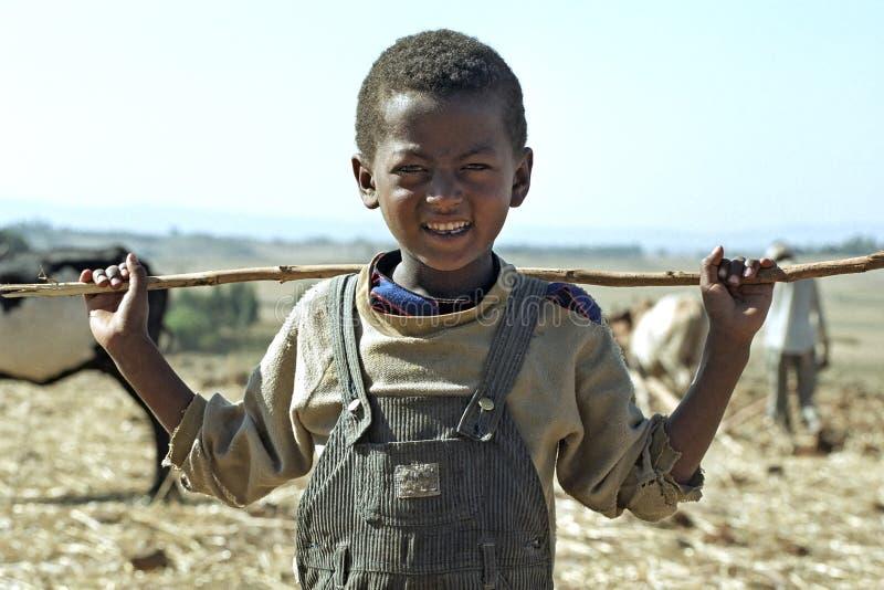 Jongen van portret de Ethiopische Oromo met stok royalty-vrije stock foto