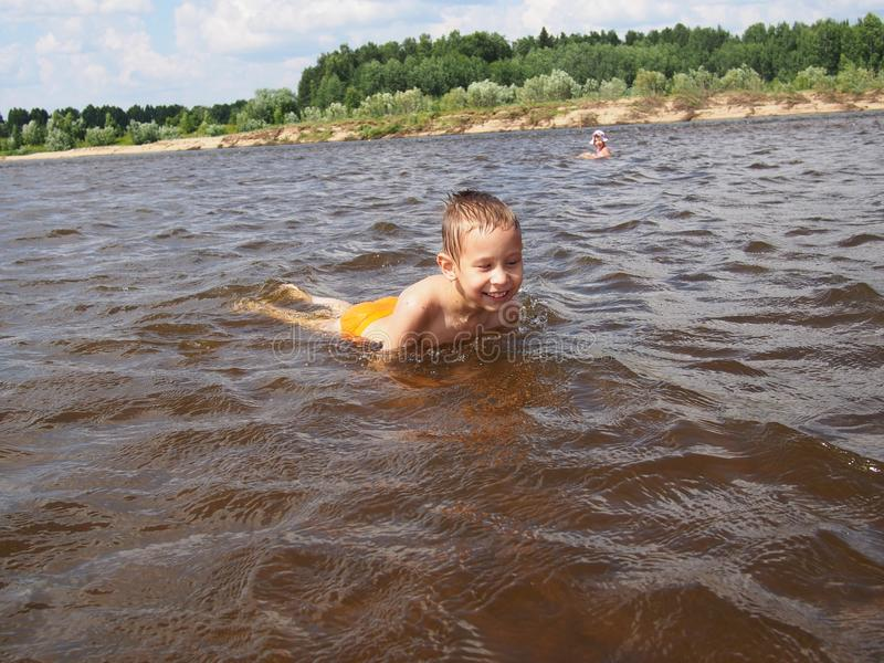 Jongen in water royalty-vrije stock foto