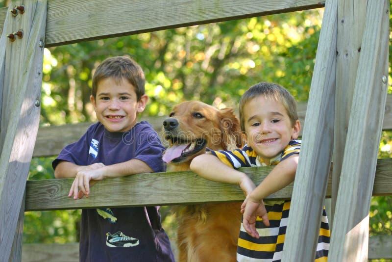 Jongens en Hond royalty-vrije stock foto's