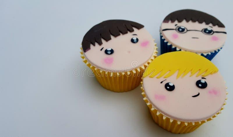 Jongensgezicht cupcakes royalty-vrije stock fotografie