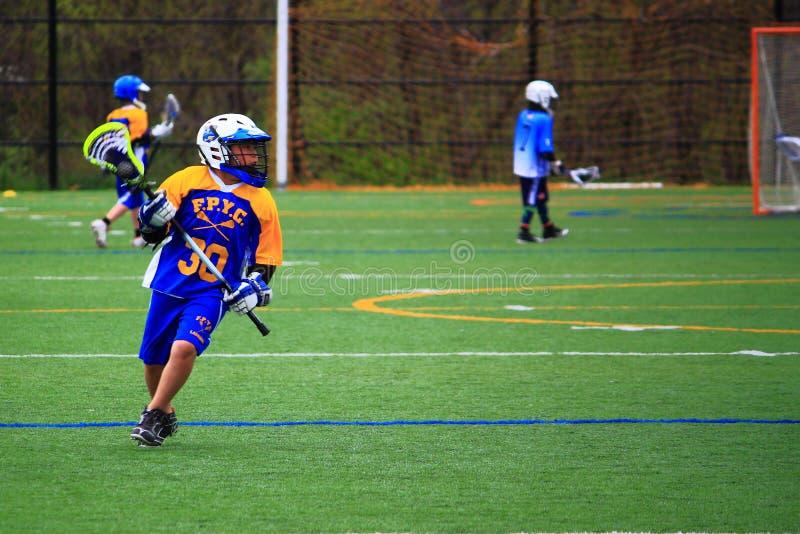 Jongenslacrosse stock afbeelding