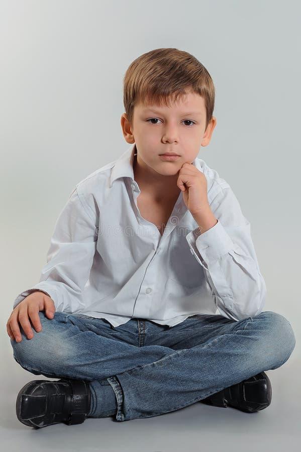 Nieuw Jongensmodel stock foto. Afbeelding bestaande uit grijs - 46520604 QW-66