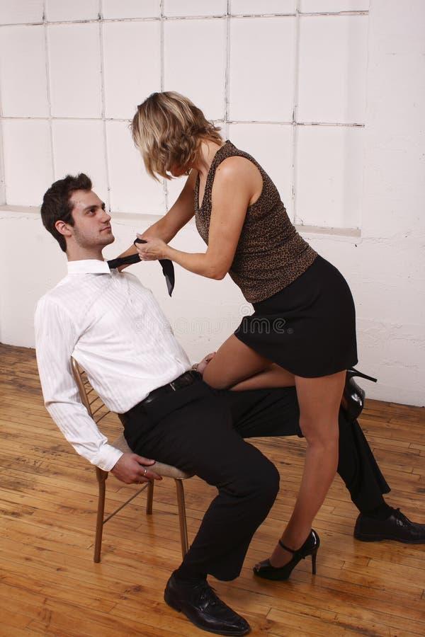 Jongere man met aantrekkelijke vrouw royalty-vrije stock afbeeldingen