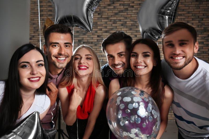 Jongeren bij verjaardagspartij royalty-vrije stock foto's