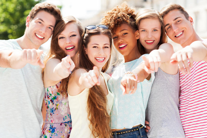 Jongeren die op u richten stock afbeeldingen