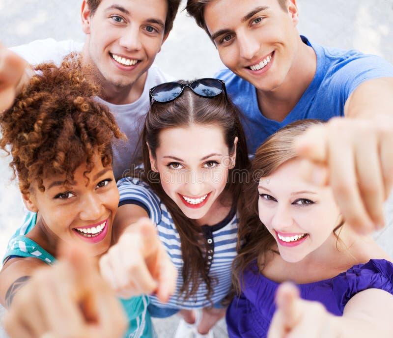 Jongeren die op u richten stock afbeelding