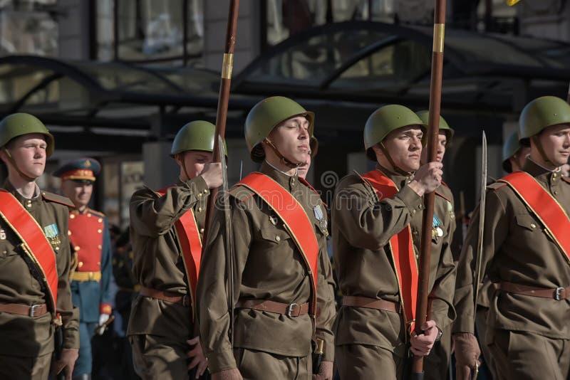 Download Jongeren In Het Uniform Van De Tweede Wereldoorlog Redactionele Fotografie - Afbeelding bestaande uit groot, overzicht: 54085662