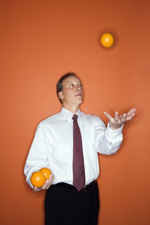 jonglera för affärsman arkivfoton