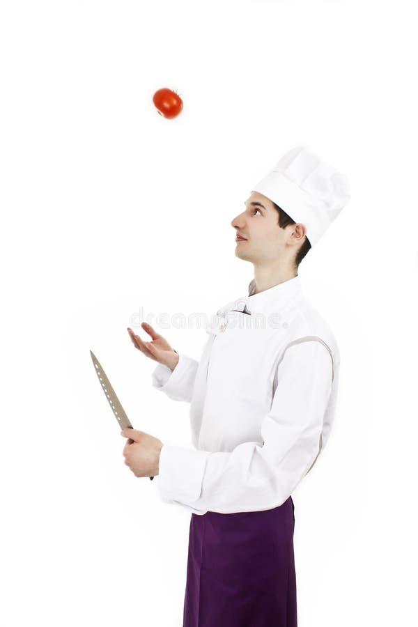 jonglera male tomat för kock royaltyfri foto