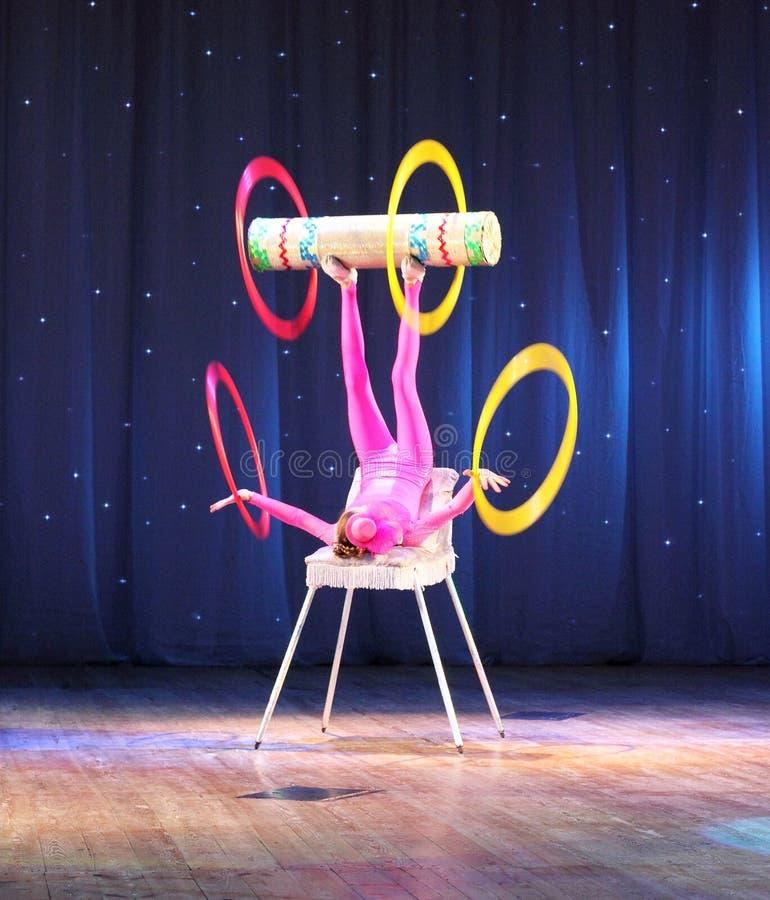 Jongleur de cirque image stock ditorial image du - Image jongleur cirque ...