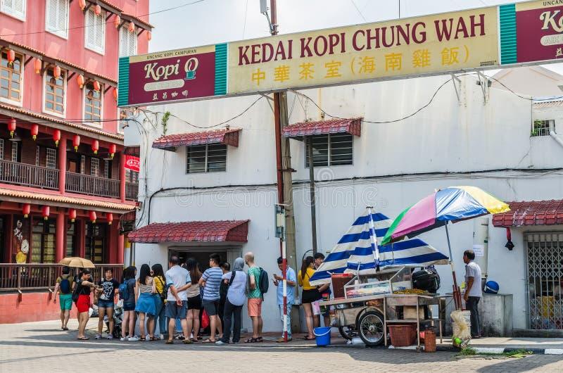 Jonker ulica jest centre ulic? Chinatown w Malacca Ludzie konserwują widzieć stać w kolejce na zewnątrz zdjęcia royalty free