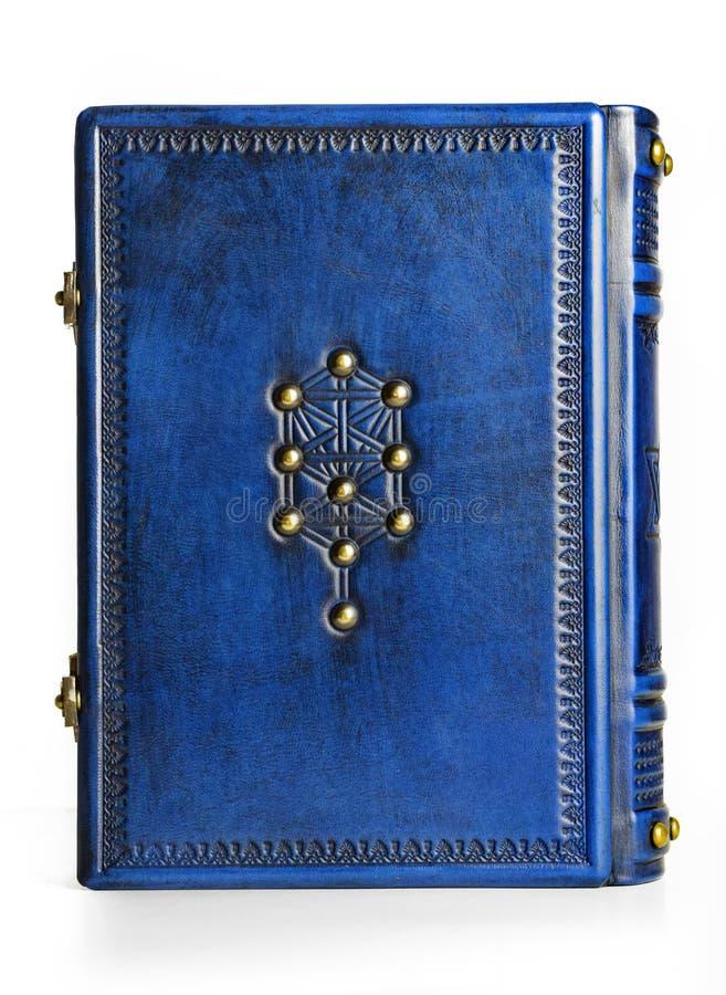Joods blauw leerboek met de boom van het levenssymbool op het schutblad en het recht op linkerlezing royalty-vrije stock foto