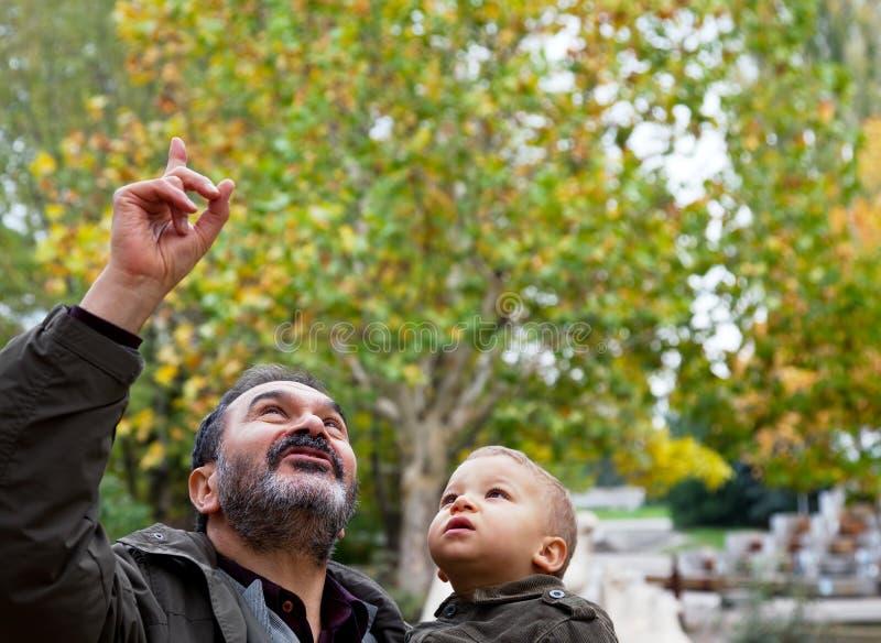 Joods grootvader en kind royalty-vrije stock afbeeldingen
