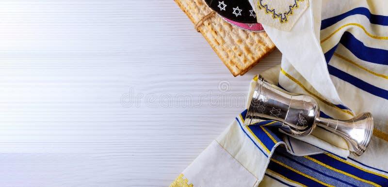 Joods passoverbrood van de vakantie matzoth viering matzoh torah stock afbeelding