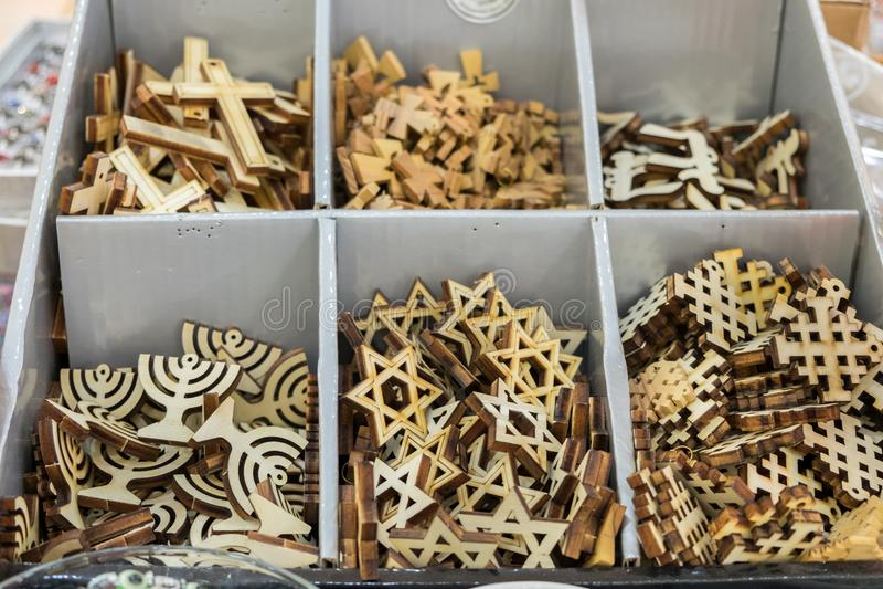 Joodse en christelijke godsdienstige symbolen voor verkoop stock foto's