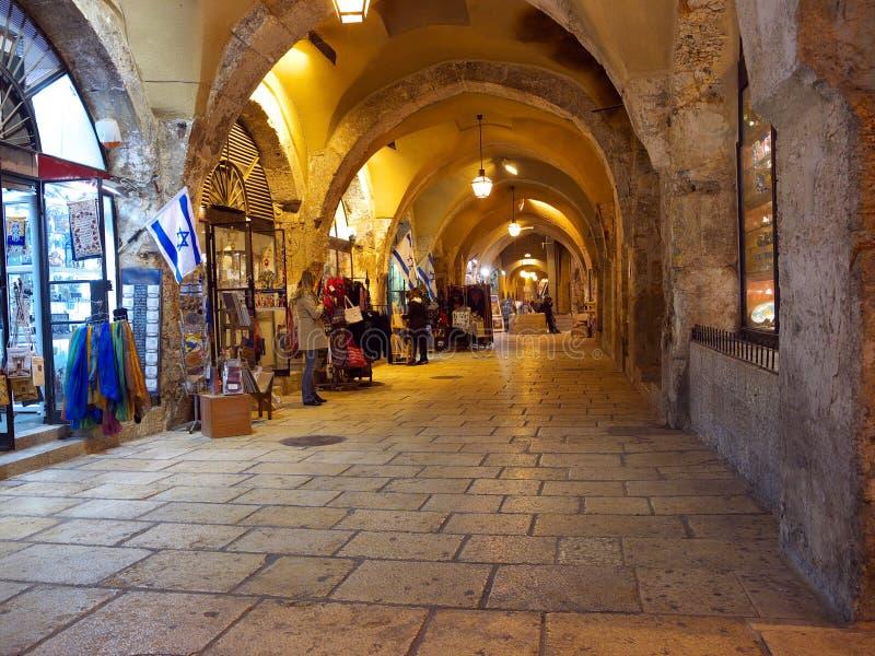 Joodse kwartbazaar in oud Jeruzalem stock foto