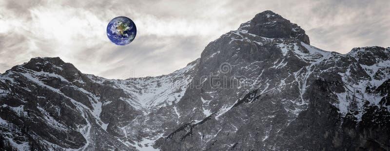Jord som ses från asteroiden arkivbild