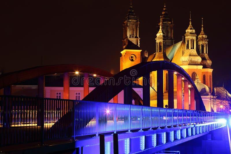 Jordan Bridge och den gamla domkyrkan i Poznan fotografering för bildbyråer