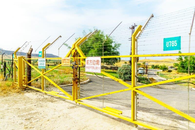 Jordan dolina i granicy brama z znakami ostrzegawczymi, fotografia stock