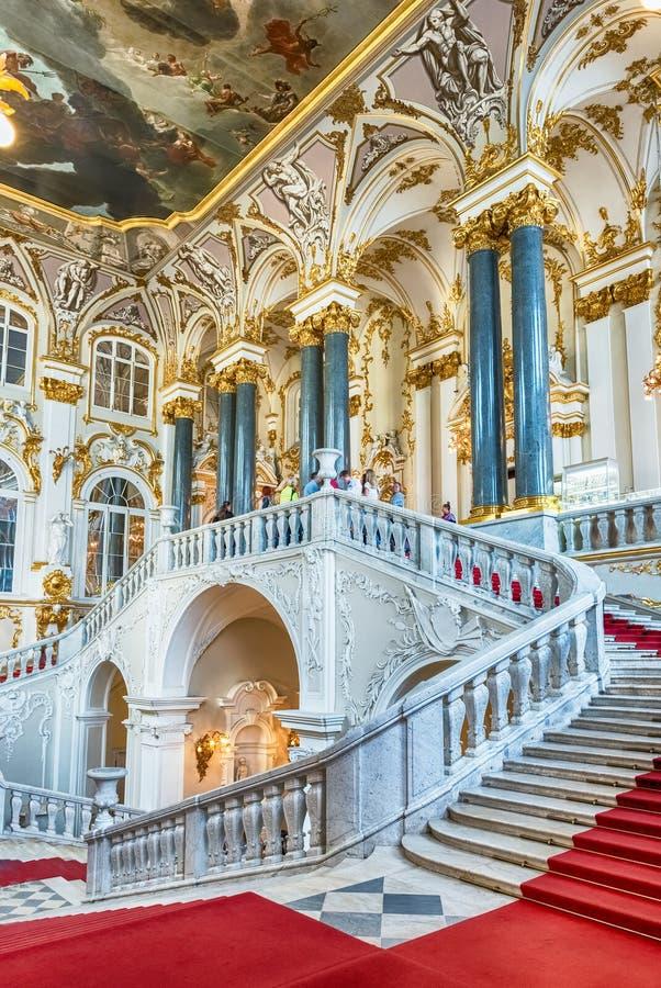 Jordan Staircase av vinterslotten, eremitboningmuseum, St-husdjur royaltyfria bilder