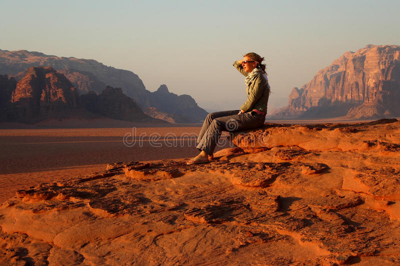 Jordan: Tourist in Wadi Rum royalty free stock image