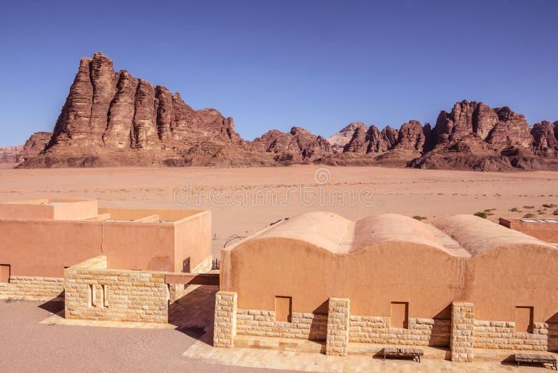 jordan Wadi Rum Sju pelare av vishet: Berömt vagga bildande royaltyfria bilder