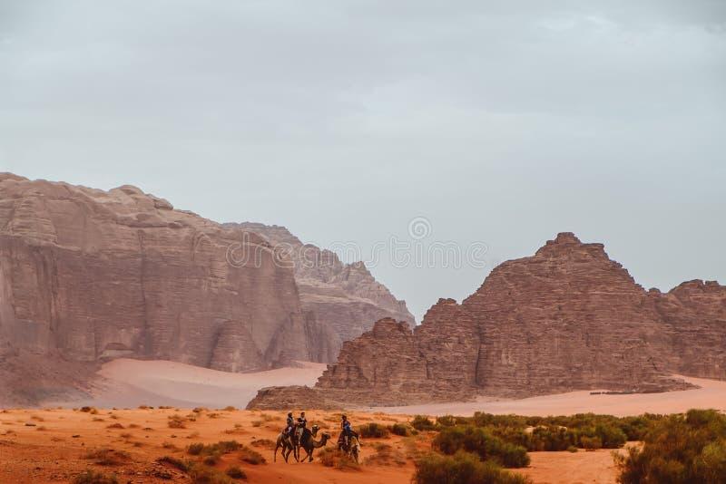 jordanië Mei 2018 Rode bergen van de canion van Wadi Rum-woestijn in Jordanië royalty-vrije stock fotografie