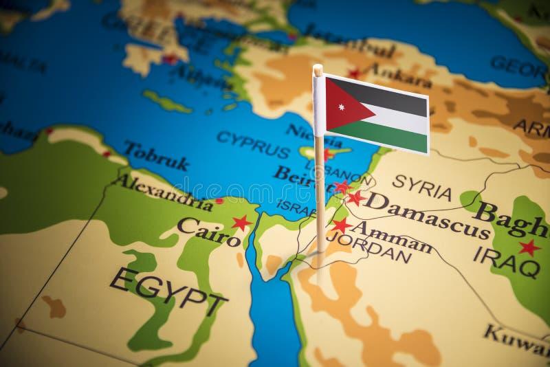 Jordanien markerade med en flagga på översikten royaltyfria foton