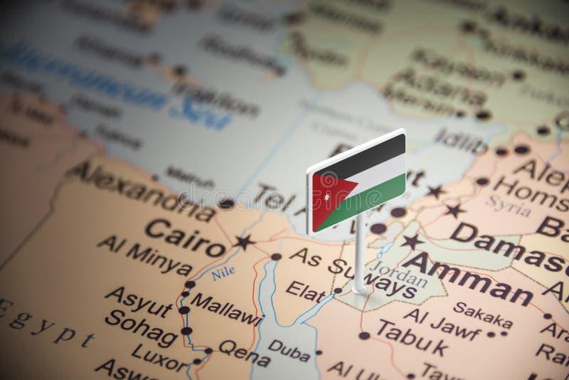Jordanien markerade med en flagga på översikten arkivbild