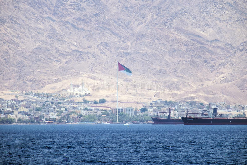 Jordanien-` s Bank gegen den Hintergrund der sehr hohen Edom-Berge Jordanien lizenzfreies stockbild