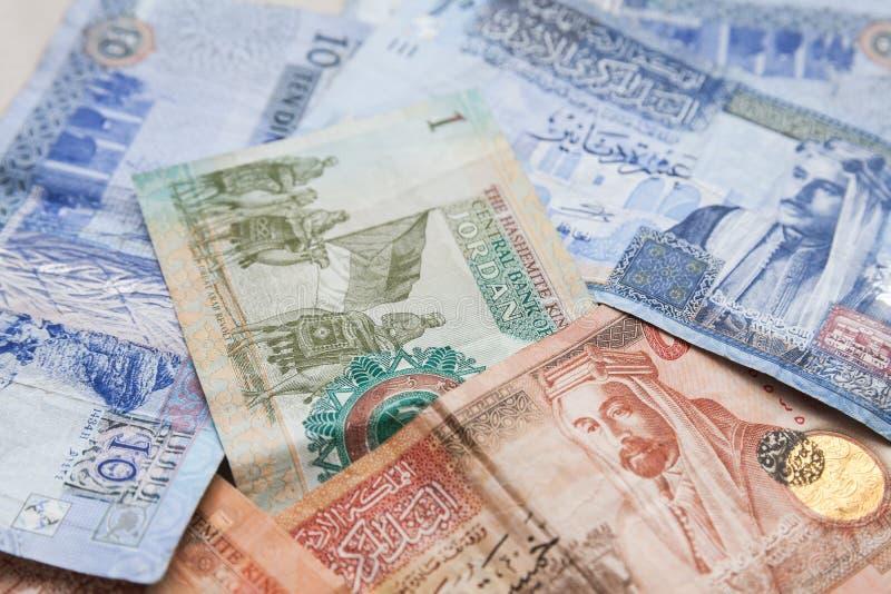 Jordanska dinar sedlar med konungar royaltyfria bilder