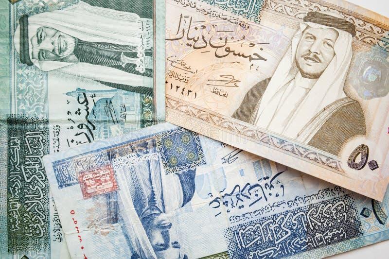 Jordanska dinar, sedlar med konungar royaltyfri foto