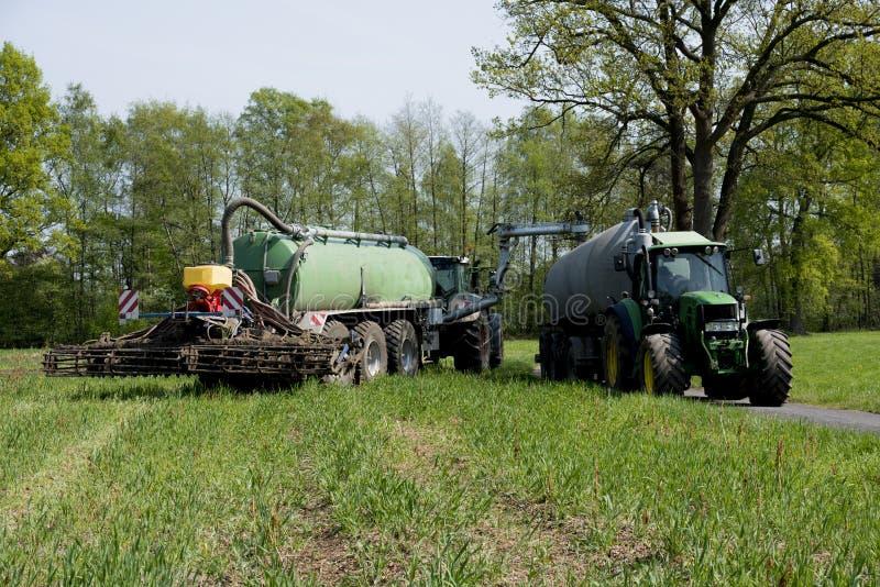 Jordbruk fördelande gödsel Tyskland Europa royaltyfri fotografi