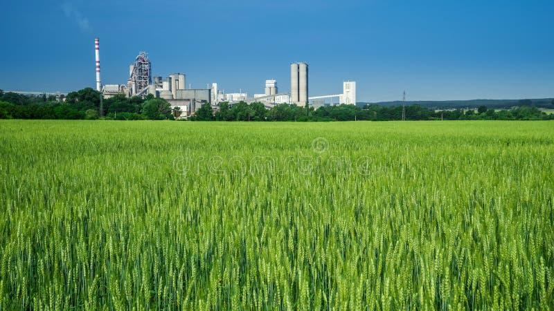 Jordbruk och bransch arkivbilder