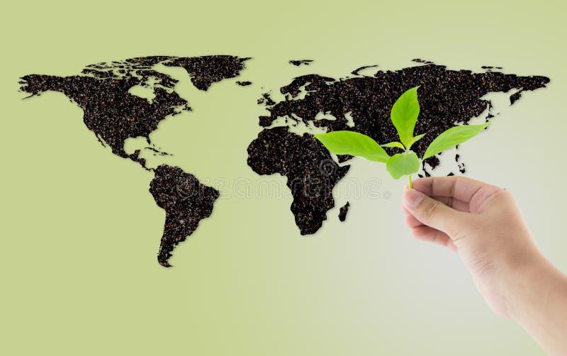 Jordformvärldskartan med begrepp för miljö för handinnehavväxt royaltyfria bilder