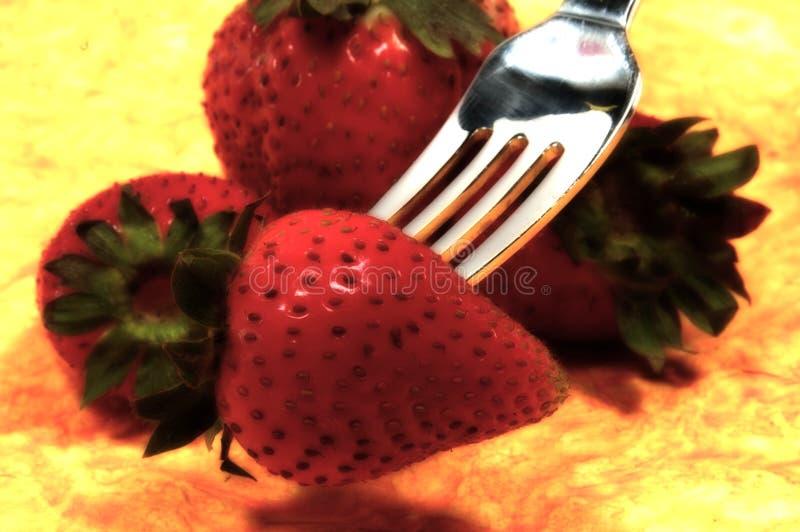 Download Jordgubbar fotografering för bildbyråer. Bild av gaffel - 37339