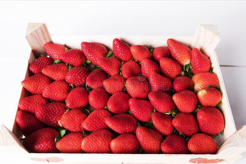 jordgubbar för bakgrundsmatserie jordgubbe många bakgrundsklimpmat meat mycket Sund mat för vår eller för sommarstrikt vegetarian arkivbilder