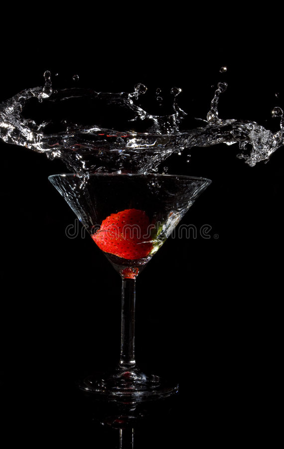 jordgubbe för coctailreflexionsfärgstänk royaltyfria foton