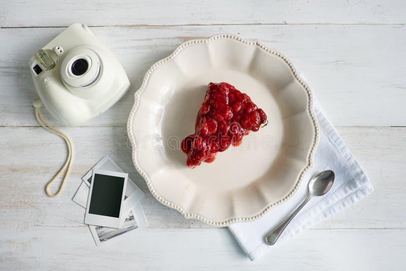 jordgubbe för skiva för cakeost läcker royaltyfri fotografi
