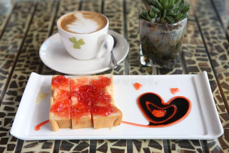 jordgubbe för skiva för brödkaffedriftstopp fotografering för bildbyråer