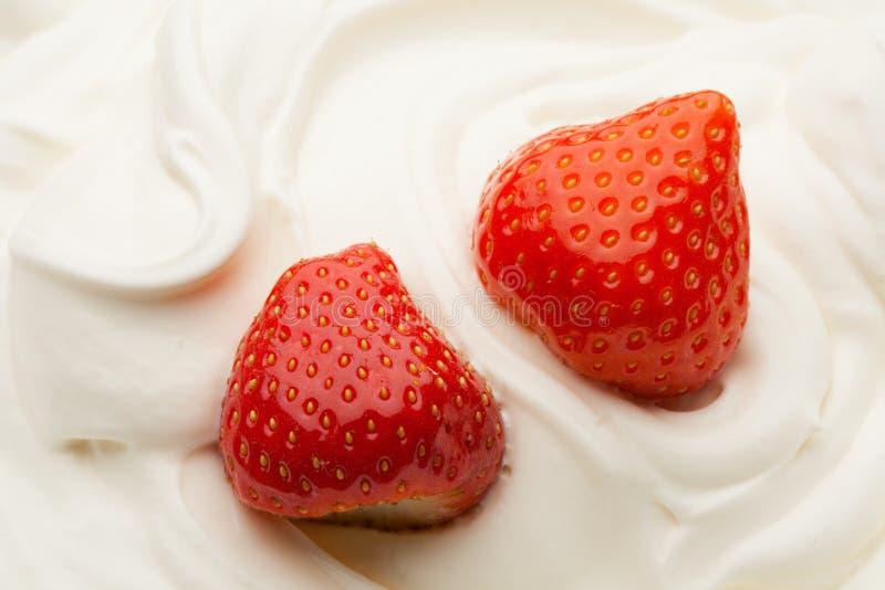 Jordgubbe i yoghurt royaltyfri foto
