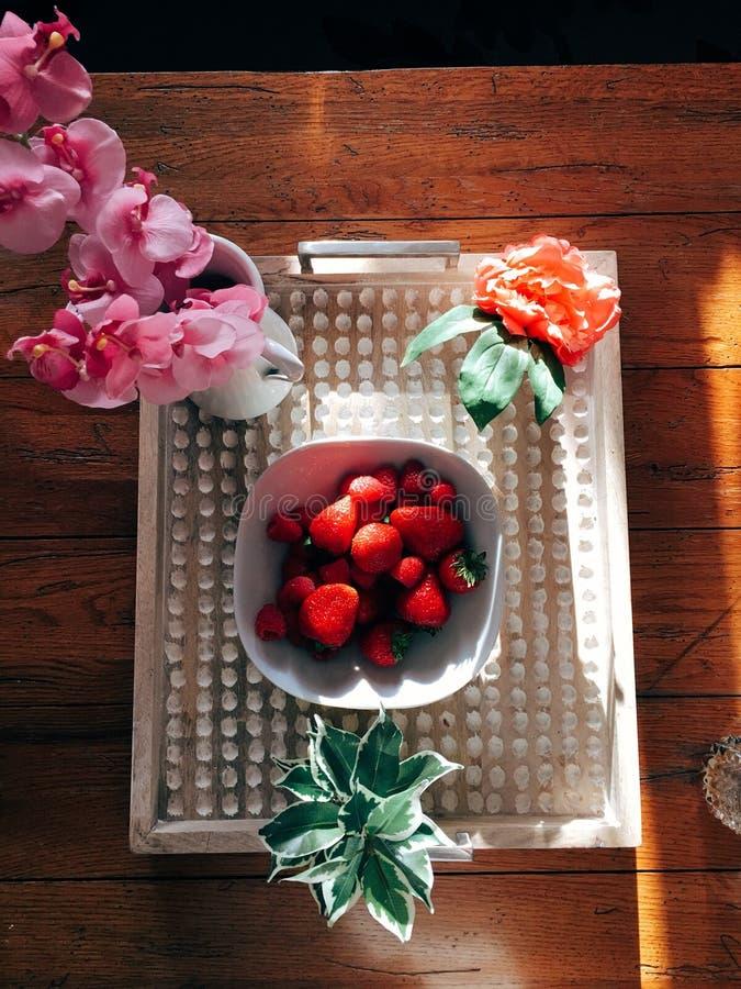 Jordgubbefrukost royaltyfria bilder