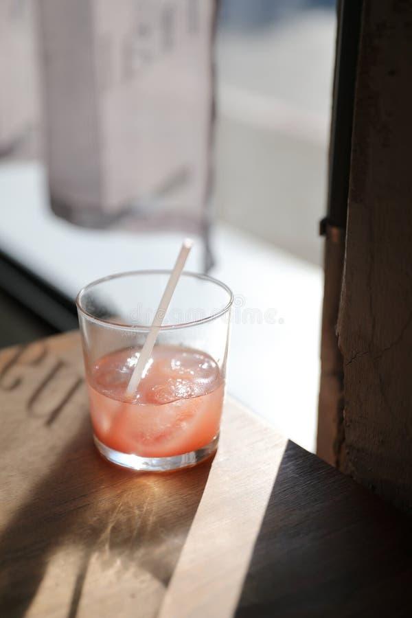 Jordgubbefruktsaft i slut upp, drink royaltyfri bild