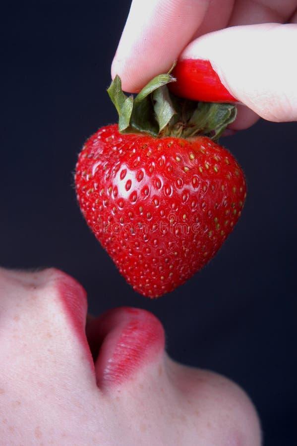 jordgubbekvinna royaltyfri fotografi