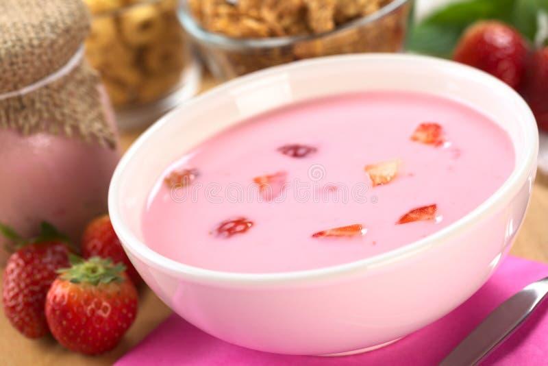 jordgubbeyoghurt fotografering för bildbyråer